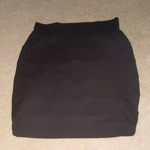 Black curvy skirt
